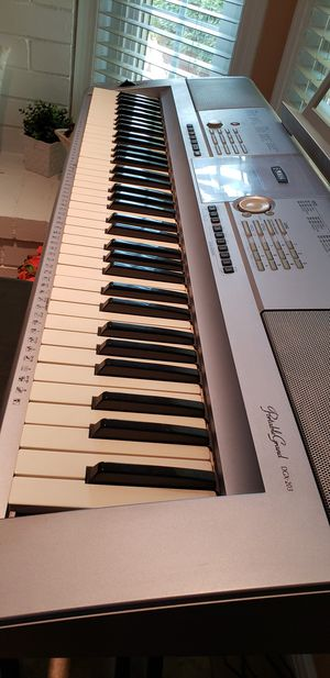 Full Yamaha keyboard set up (DGX-203) for Sale in Fullerton, CA