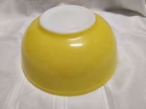 Vintage 1940's 4qt Yellow Pyrex Mixing Bowl (No Numbers) for Sale in Batsto, NJ