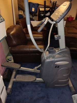 ENDURANCE E4 ELLIPTICAL for Sale in Willowbrook, IL