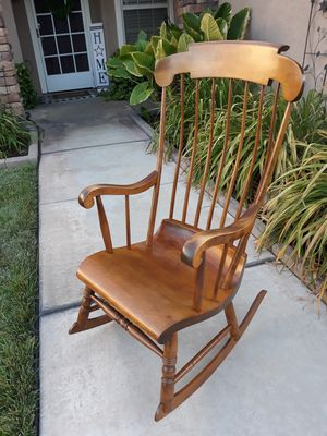 """VINTAGE """"NICHOLS & STONE"""" WOODEN SPINDLE ROCKER for Sale in Corona, CA"""