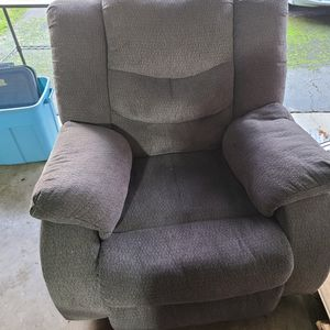 Matching Love Seat And Recliner for Sale in Kirkland, WA