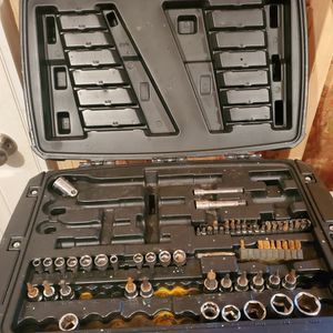 Husky Mechanic Tool Set (Partial See Pictures) for Sale in Minneapolis, MN