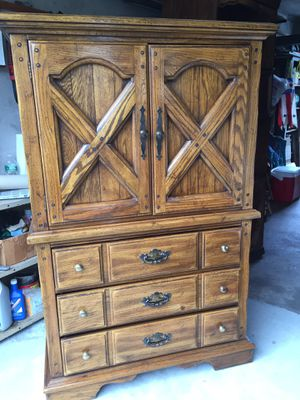 FREE - 3 pcBedroom Set - PICK UP BY FRI 2-27 for Sale in Bloomfield, NJ