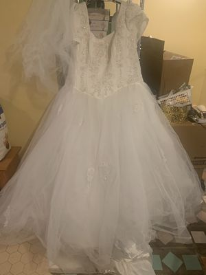 Plus size wedding gown, head piece and flower girl dress for Sale in Lakeland, FL