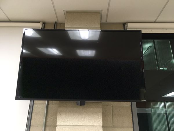 """Vizio 47"""" TV - LED Smart 1080p with Wall Mount"""