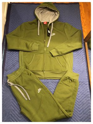 Nike sweatsuit size medium, large and 2xl for Sale in Clifton, NJ