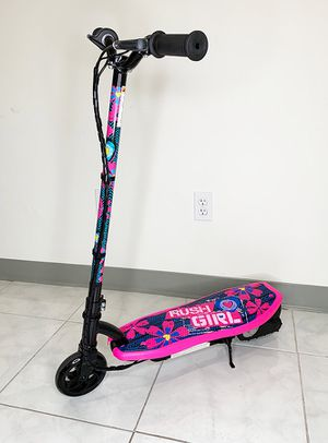 """New in box $70 Kids Teens Electric Scooter Hand Brake Kick Stand Rechargeable Battery (29x8x35"""") for Sale in South El Monte, CA"""