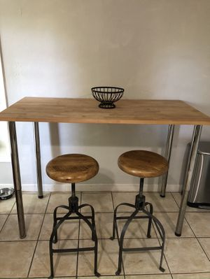 Kitchen table with two bar stools for Sale in Houston, TX