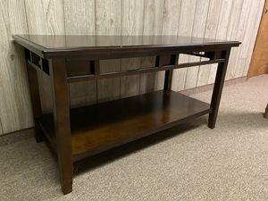3 piece coffee table set and vase for Sale in Canton, MI