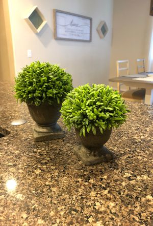 Faux home decor topiary for Sale in Goodyear, AZ