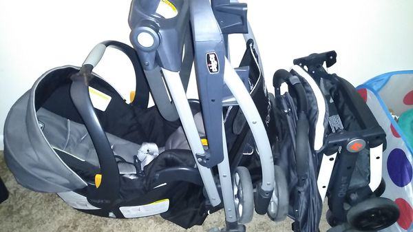 Chicco car seat and key fit caddy and lightweight fold stroller
