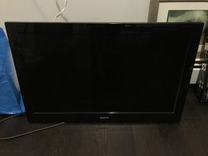 32 inch tv with wall mount included for Sale in Jersey City, NJ