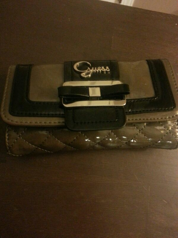 Guess wallet like new