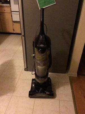 Eureka vacuum cleaner for Sale in Schiller Park, IL