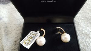 Pearl and Diamond earrings for Sale in Pinon Hills, CA