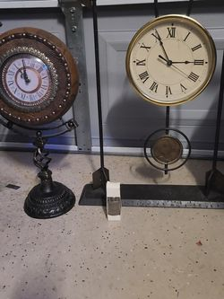 2 Vintage Clock With A Vintage Camel Lighter for Sale in Las Vegas,  NV