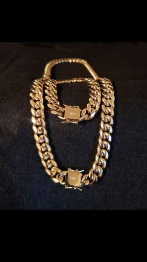 $140.....14k gold-plated Cuban link chain and bracelet..... Shipping is available 🛫✈️🛬 or I deliver 🚗🏍️💭💭 for Sale in Fort Lauderdale, FL