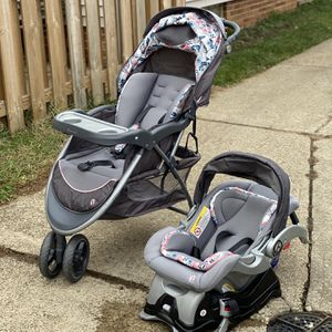 Baby trend car Seat Set for Sale in Willoughby, OH