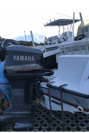 Yamaha250 in perfect condition. Lower unit rebuilt o hours on lower unit motor has 450 hours for Sale in Tamarac, FL