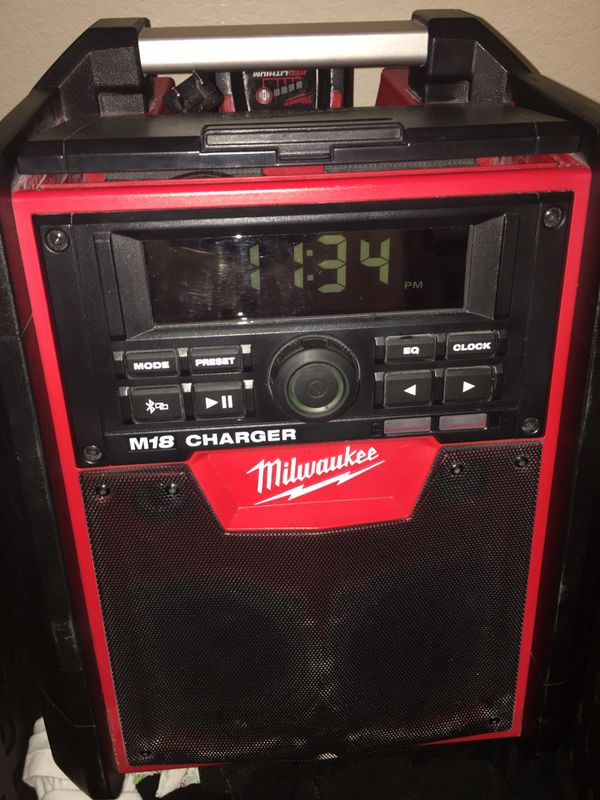 Milwuakee jobsite radio and charger
