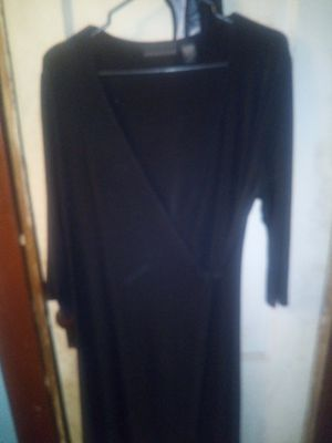 Attention. Black dress size large. Form fitting lays right below the knee for Sale in Saint Joseph, MO