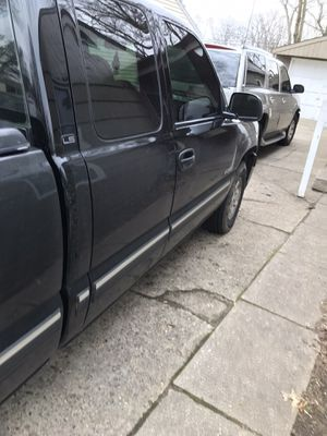 2002 Chevy Silverado 1500 drives great 186912 miles mostly highway for Sale in South Bend, IN