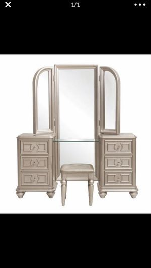Vanity for Sale in Chicago, IL