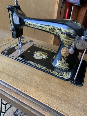 Antique Singer sewing machine and table for Sale in Alexandria, VA