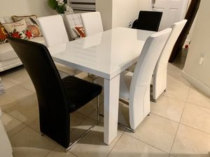 Dining Table with 6 seats for Sale in Miami, FL