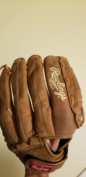 Rawlings Glove and cleats for softball for Sale in Brooklyn, NY