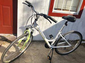 Schwinn women's 28 inch bike for Sale in Dallas, TX