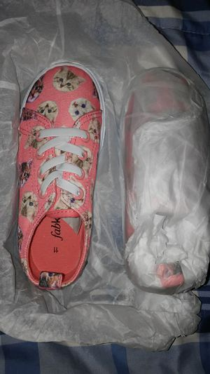 Cat girls shoes size 11 for $6 for Sale in Compton, CA