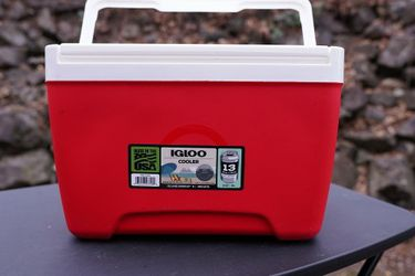 Igloo Cooler 9qt - never used for Sale in Puyallup,  WA