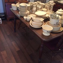 Dining Room Table And Chairs for Sale in Monroeville,  PA