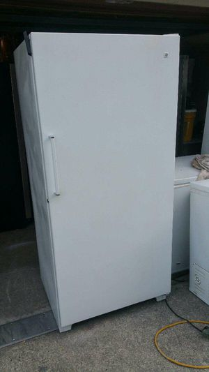 Like New GE Large Upright Freezer for Sale in Bellevue, WA