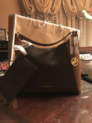 Authentic MK purse and pouch for Sale in Chino Hills, CA