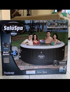Saluspa Miami hot tub for Sale in Buena Park, CA