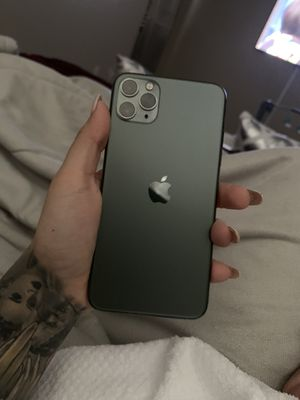 iPhone 11 Pro Max for Sale in Victorville, CA