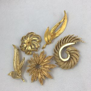 Vintage brooch pin lot gold tone metal 1 MONET 1 HAR for Sale in Creedmoor, TX
