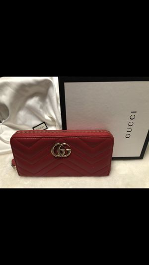 Gucci zip wallet for Sale in West Covina, CA