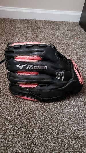 Girls softball glove for Sale in Greenbrier, TN