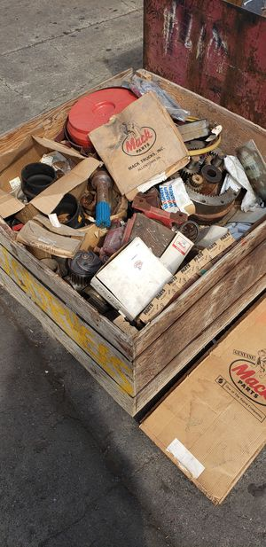MACK TRUCK PARTS LOT for Sale in Tacoma, WA