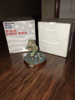 """Vintage Hasbro Military Metal Series GI Joe Statue Figure Limited Edition with box """"D - Day First Wave"""" for Sale in Edgewood, WA"""