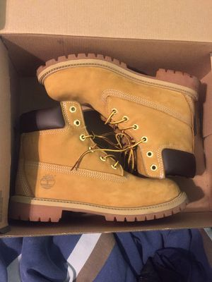 Timberland 6 inch for Sale in East Riverdale, MD
