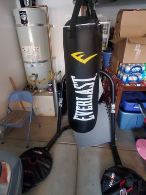 Everlast punching bag speed bag and stand. for Sale in Beaumont, CA