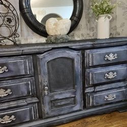 CHALK PAINTED 9 DRAWER WOOD DRESSER for Sale in Vancouver,  WA