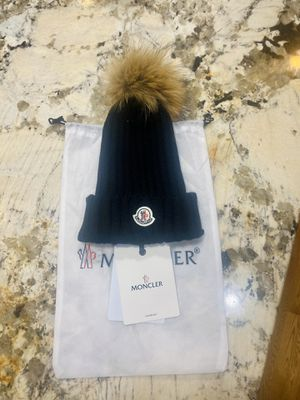 New Moncler hat real raccoon fur Pom for Sale in Auburn, WA