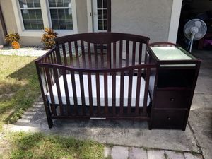 Crib and changing table for Sale in Orlando, FL