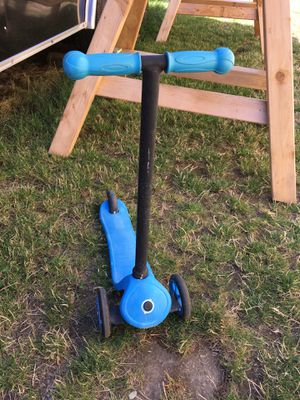 Globber kids toddlers scooter 3 tire beginner scooter for Sale in Bonney Lake, WA