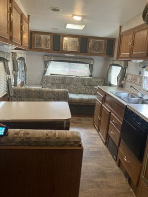 EXCELLENT AND SUPPER CLEAN FIFTHWHEEL TRAILER. READY TO USE RIGHT AWAY for Sale in Auburn, WA